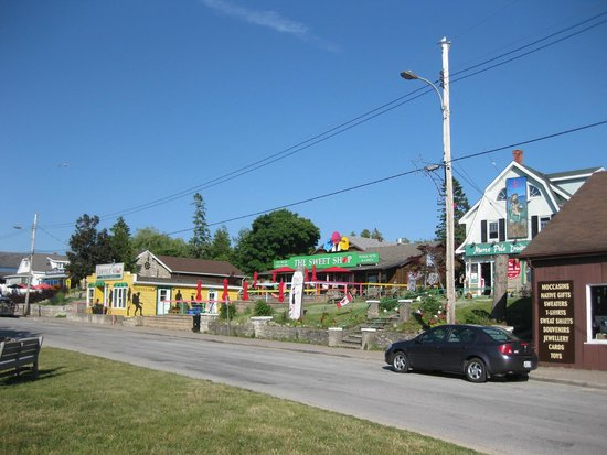 Bruce Anchor Motel and Cottage Rentals: Village of Tobermory