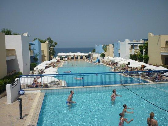 Eleni Holiday Village: Вид со стороны открытой части ресторана