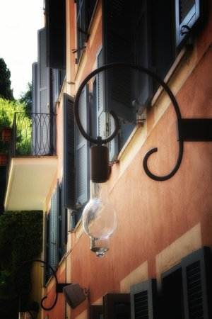 Hotel De Russie: A look up, from the terrace