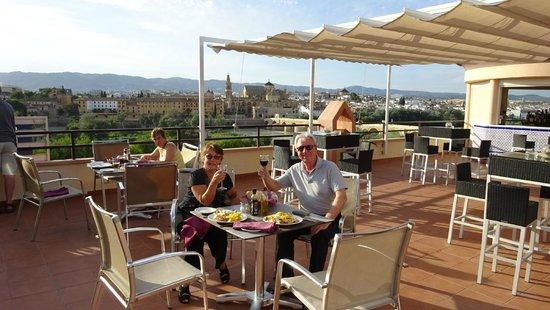Hesperia Córdoba: Diner op het dakterras
