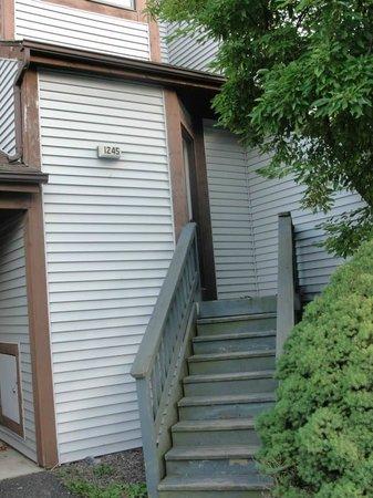 Fernwood Resort: Stairs to unit