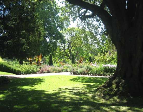 The Bishop's Palace and Gardens : tranquil