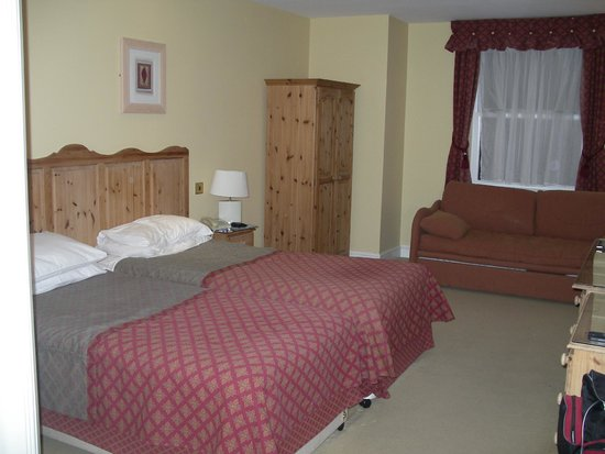 The Royal Inn: Twin beds