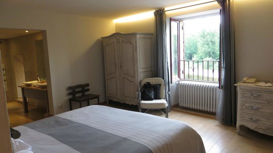 Hotel La Belle Etoile : The bedroom with a view of the river