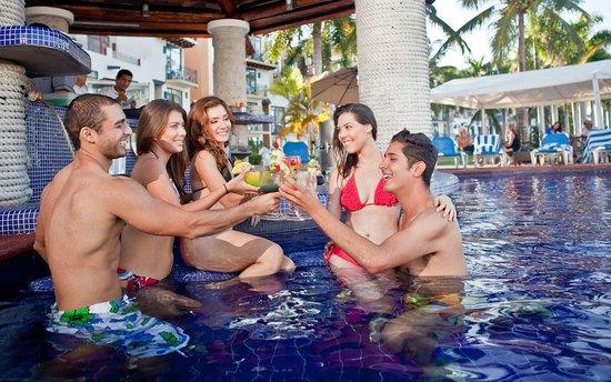 El Cid Marina Beach Hotel: El Calypso Swimp Up Bar