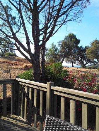 Esterel Caravaning: La vue de la terrasse du bungalow