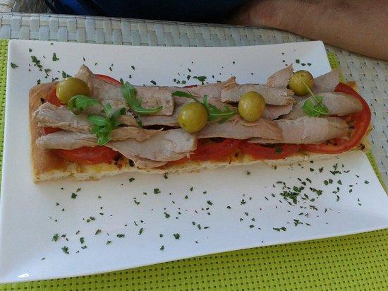 Gran Hotel Sol y Mar: Tosta de ventresca y tomate del beach club
