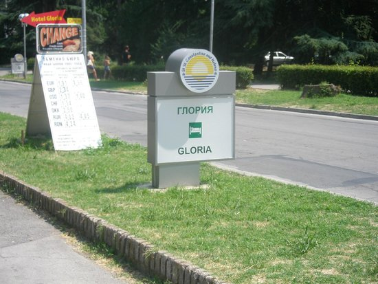 Gloria Hotel : на улице