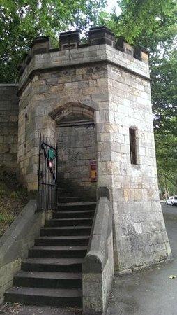 Mur d'enceinte : Et av stedene hvor man kan gå opp på muren.