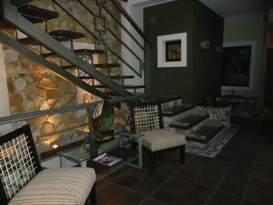 Hotel Patios de Lerma: escalera hacia la terraza