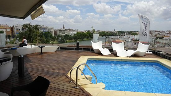 Ribera de Triana Hotel: Dakterras met panoramisch uitzicht.