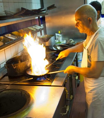 Bay of Bengal: Tandoori chef in the flame light
