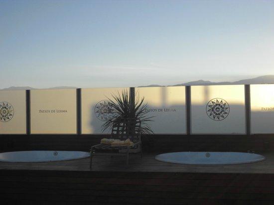 Hotel Patios de Lerma: terraza con jacuzzi
