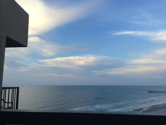 Hilton Myrtle Beach Resort: King Oceanview Suite Room 1525 - Front balcony view