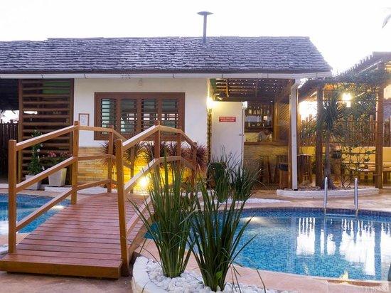 Windjeri Pousada : Ponte sobre a piscina, bar