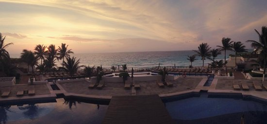 Grand Oasis Sens: Hotel pool and the ocean