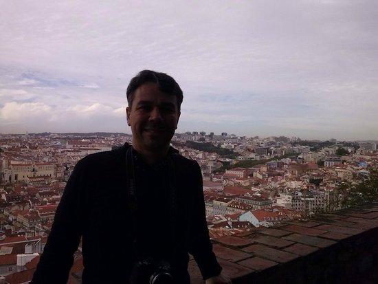 Holiday Inn Lisbon: Essa vista também é de cima do Castelo de São Jorge