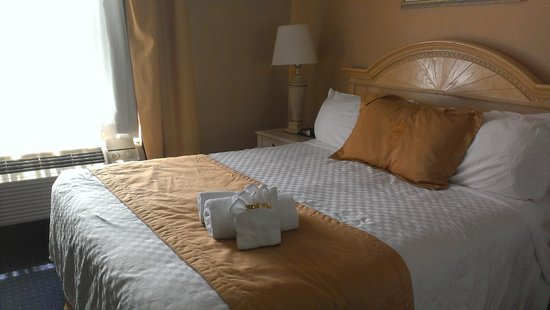 Monte Carlo Inn Oakville Suites: june