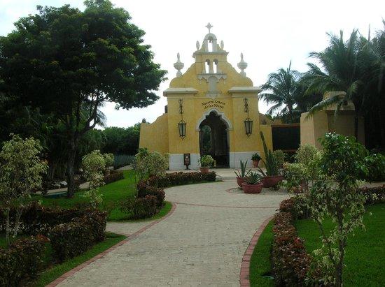 Grand Palladium White Sand Resort & Spa: Chapel on Resort Grounds