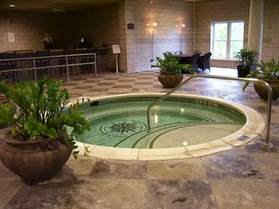 West Baden Springs Hotel: hot tub