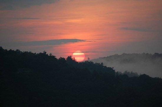 Alpine Inn : Sunrise from all rooms!