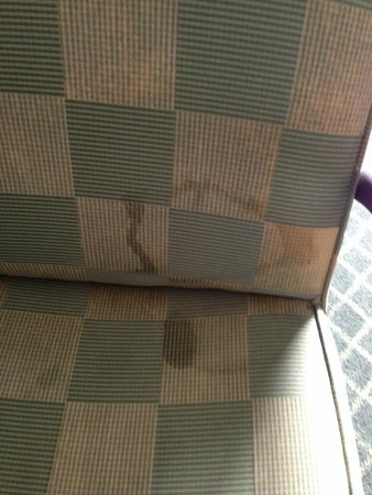 Fairfield Inn & Suites Macon: Heavily stained desk chair