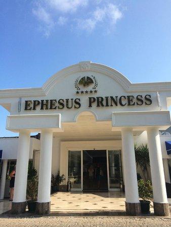 Labranda Ephesus Princess: Front of hotel