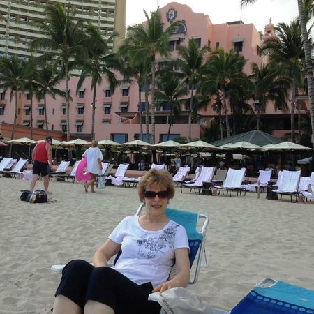 Kuhio Banyan Club: Expensive Beach Front Hotel chairs in background - free beach chairs/mats/towels from Kuhio Bany