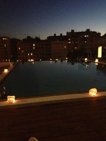 H10 Roma Citta: Pool at night