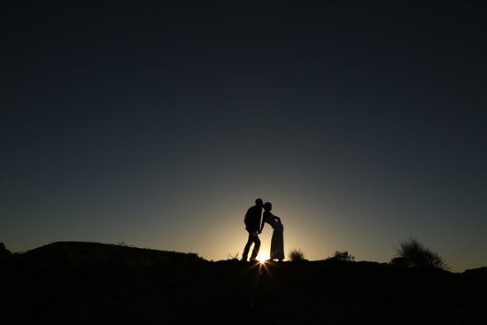 Scenic Las Vegas Weddings Chapel: Sunset Kiss