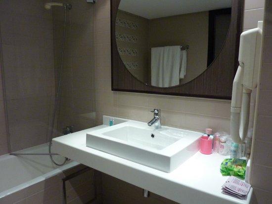 SENTIDO Rosa Beach : de badkamer