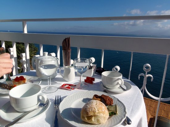 Hotel Regina Sorrento: Breakfast