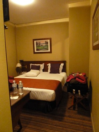 BEST WESTERN Hotel Cour St. Georges: small single room (but double room booked and paid)