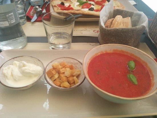 Obica Mozzarella Bar: Tomato soup with mozarella