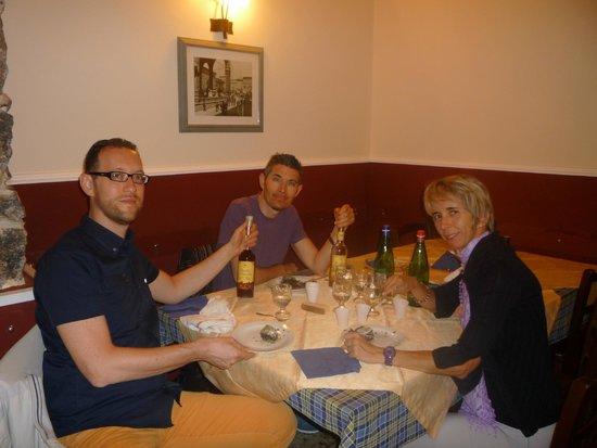 Trattoria Catania Ruffiana: Foto di gruppo dopo l'ottima cena