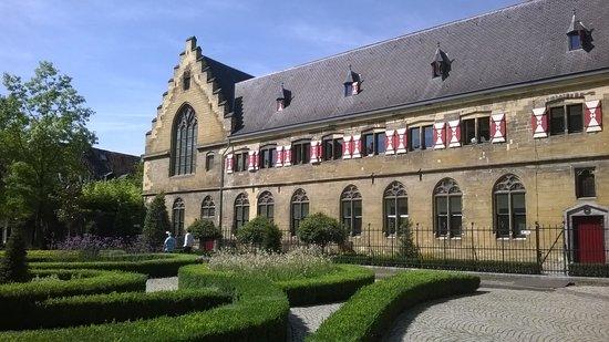 Kruisherenhotel Maastricht: Side view