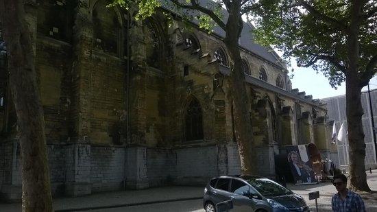 Kruisherenhotel Maastricht: The entrance