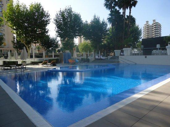 Belroy Apartamentos : Zwembad