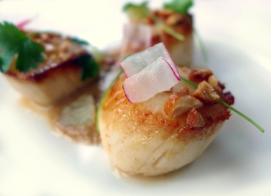 The Restaurant at The Cottage in the Wood: scallops with satay and lime