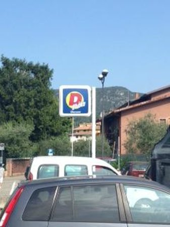 Poiano Resort Appartamenti: Local Discount Supermarket