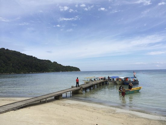 Arwana Perhentian Eco Resort & Beach Chalet: Nice scenery - anyway, don't stay at Arwana... I'll regret it