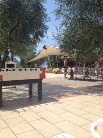 Poiano Resort Appartamenti: Bar area and Ping Pong at pool