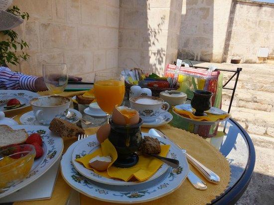 Masseria San Domenico: Breakfast on a terrace