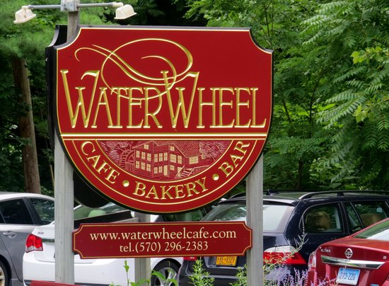Waterwheel Cafe, Bakery & Bar: Sign you see when pulling in