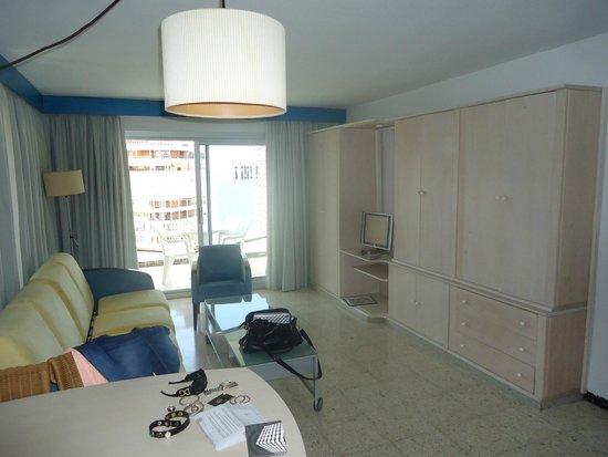 Belroy Apartamentos: Woonkamer met slaapbank.