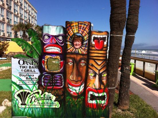 Fountain Beach Resort: Photo op at the Tiki Bar