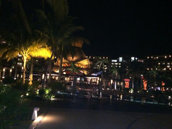Villa del Palmar Cancun Beach Resort & Spa : Night photo of Zama restaurant