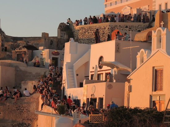 Sunset in Oia: BUS LOADS OF TOURISTS