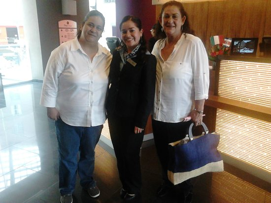 Courtyard Mexico City Airport: Con la señorita Iliana Garcia.