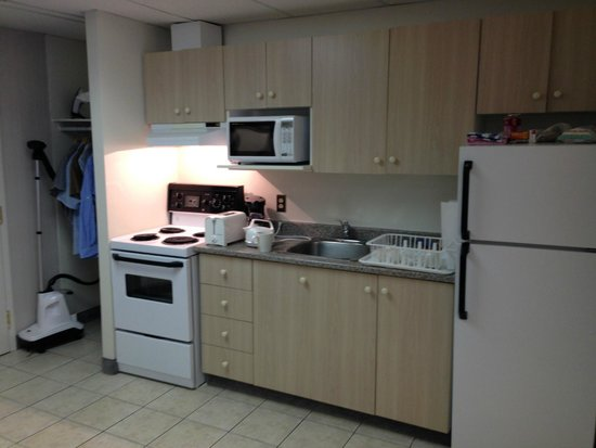 The Business Inn & Suites : Well appointed kitchen area